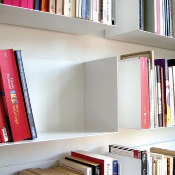 Dezentes linea1 a Bücher- und DVD-Regal in weiss