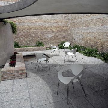 Der Vad Stuhl auch für Draussen auf der Terrasse