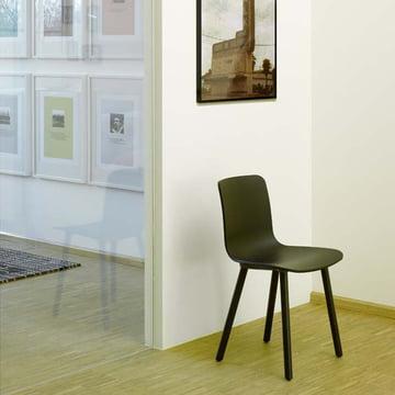 Hal Wood Stuhl von Vitra aus dunkler Eiche und mit schwarzer Sitzschale