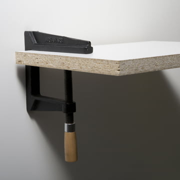 areaware - Wall Clamp Regal aus Gusseisen und Holz