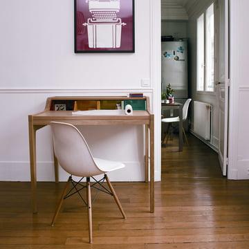 Schreibtisch der Remix Collection von The Hansen Family im Wohnzimmer