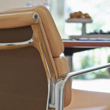 Vitra - Soft Pad Chair EA 217, Nahaufnahme Armlehne