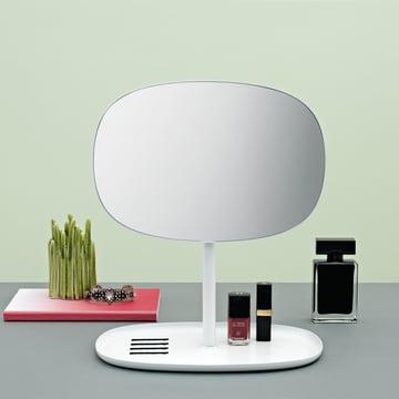 Praktischer Spiegel mit integrierter Ablage