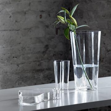 Aalto Gruppe auf dem Tisch mit Blume