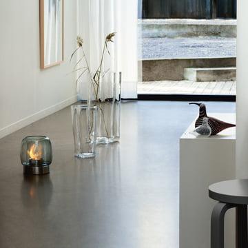 Finlandia Vase und Kaasa Feuerstelle auf dem Fußboden