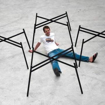 Schindlersalmeron - Tischgestell, Gruppe / Ambientebild mit Mann