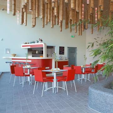 Vitra - .03 Stuhl, Ambientebild / Cafe, rot