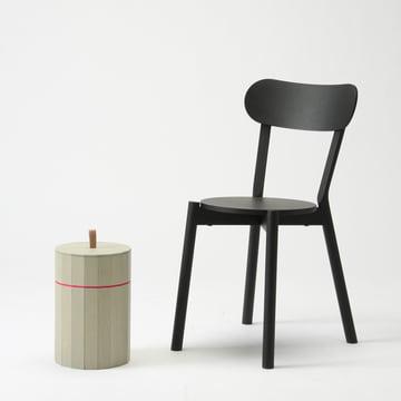 Der Karimoku New Standard - Castor Chair in schwarz mit dem Colour Bin