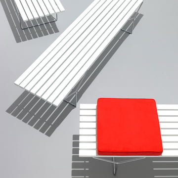 Bertoia Outdoor Bank von Knoll aus Acrylstein und geschweisstem Stahlrohr mit Rilsan-Beschichtung in Weiss
