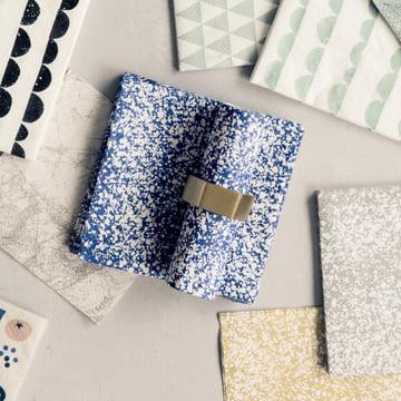 Splash Papierserviette mit dem Serviettenring Hexagon von ferm living