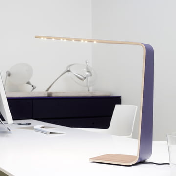 LED 4 Tischleuchte bringt Farbe in den Arbeitsalltag.