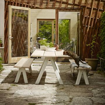 Holzbank und Tisch für drinnen & draussen