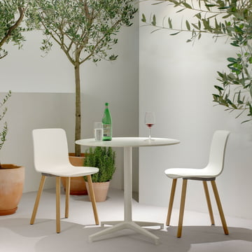 Hal Wood Stuhl von Vitra aus heller Eiche und mit weisser Sitzschale
