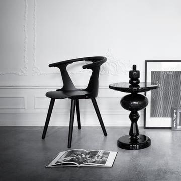 Shuffle Tisch MH1 und In Between Stuhl SK1 von &Tradition