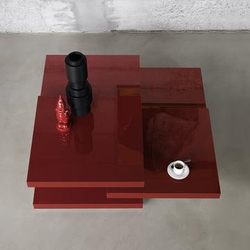 Roter Couchtisch mit drehbaren Tischplatten