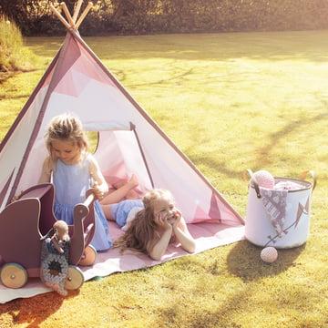 Auf Entdeckungstour mit Zelt, Tuch und Korb