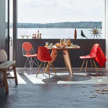 Eames Plastic Side Chair in Rot von Vitra