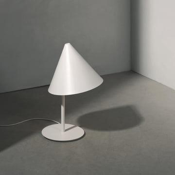 Die Conic Tablelamp Tischleuchte von Menu in weiss