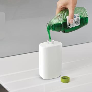 Einfaches Befüllen der Spülmittelflasche