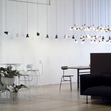 Bollard Leuchte, Franklin Kronleuchter und Afteroom Counter Table von Menu