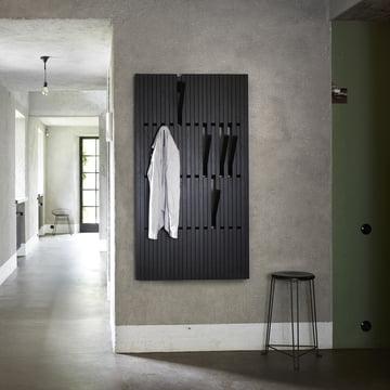 Der Piano Hanger Eiche schwarz lackiert (RAL 9005) in large von Peruse