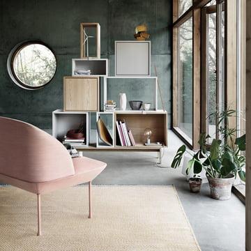 Das Stacked Regal, der Ply Rug Teppich und das Oslo Sofa von Muuto