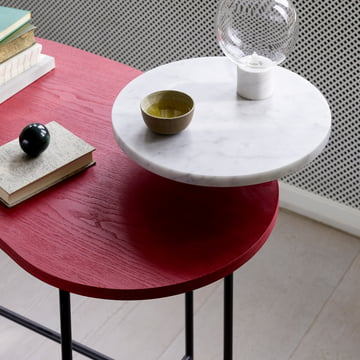 Der &tradition - Palette Table - JH9 in roter Esche / Bianco Carrara
