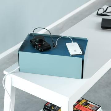 Türkise Charge-Box mit blauem Deckel von Konstantin Slawinski