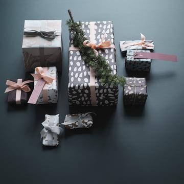 Geschenkanhänger und Geschenkpapier von ferm Living