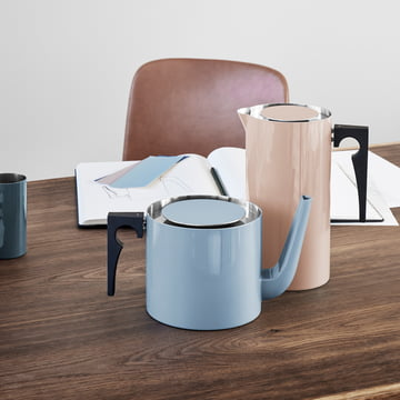 Stelton Kaffeebereiter und Teekanne in smokey blue