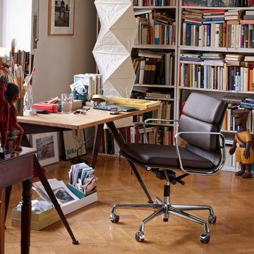 Der Vitra Soft Pad Chair EA 217 in einem gemütlichen Home-Office