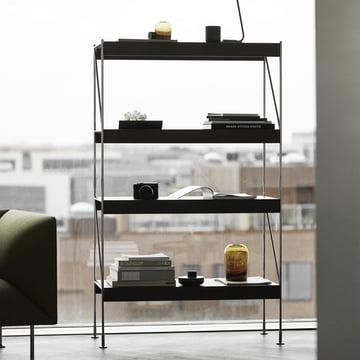 Das Menu - Zet Storing System Regal 1 x 4 mit dekorativen Elementen bestückt