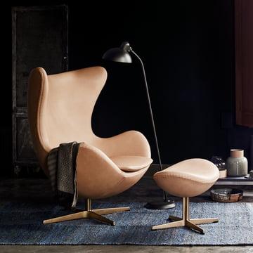 Der Fritz Hansen - Ei Sessel in der Limited Edition mit KAISER idell - Stehleuchte