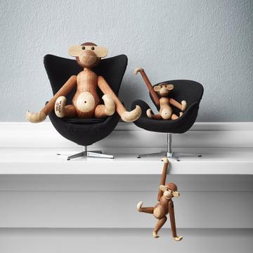 Der Fritz Hansen - Miniatur Ei Sessel und Schwan Sessel im Regal