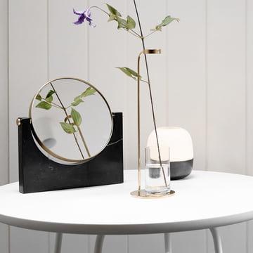 Glow Hurricane Windlicht, Stem Vase und Pepe Marmorspiegel von Menu