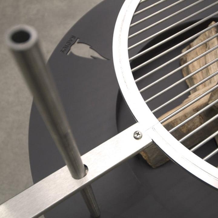 Die Fireplate Grill- und Feuerstelle von Radius Design im Detail