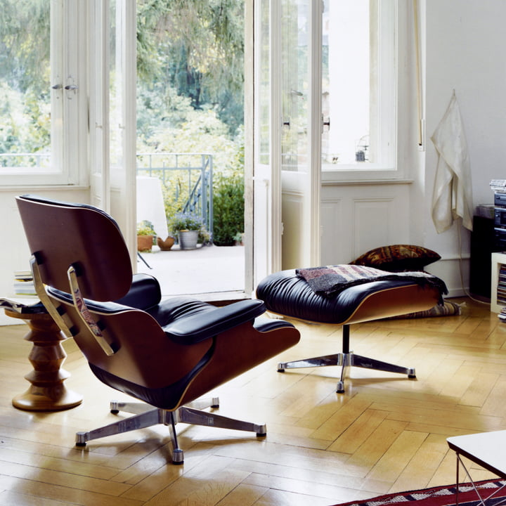 Vitra Lounge Chair & Ottoman, Kirschbaum