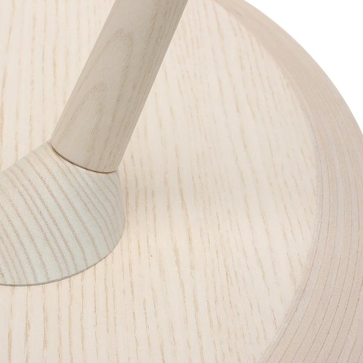 TURN Tisch von Maigrau in Esche weiss lackiert