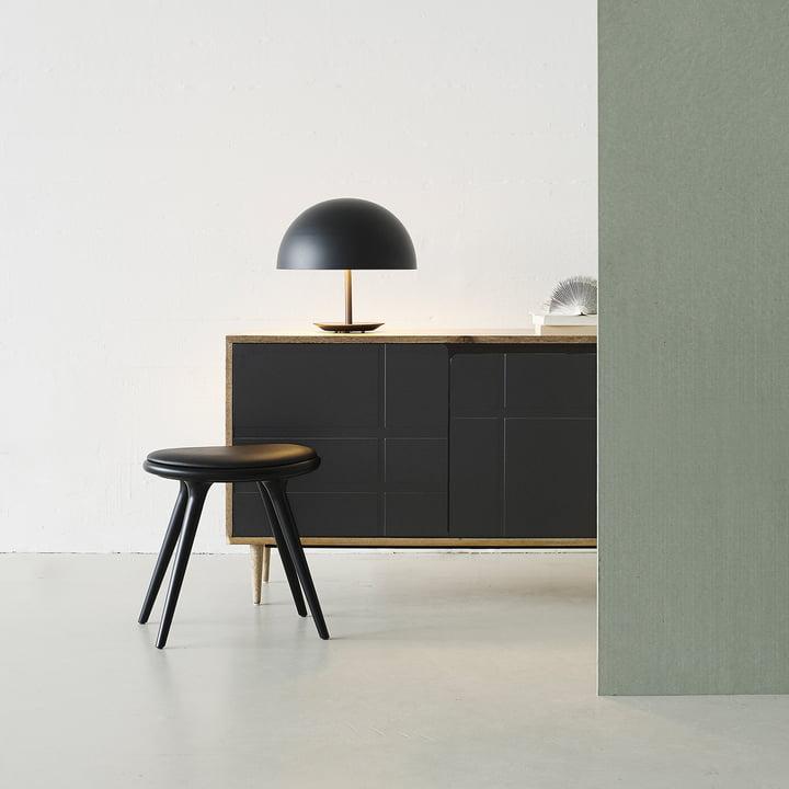 Hocker von Mater aus schwarz gebeizter Buche mit Dome Tischleuchte in Schwarz