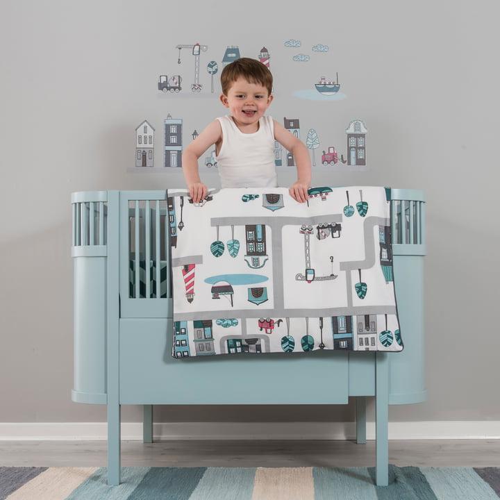Kinderbett und Bettwäsche in Hellblau für das Jungenzimmer