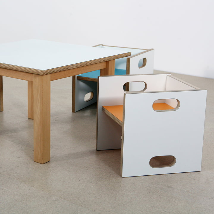 debe.detail Wandelstuhl und Tisch von De Breuyn