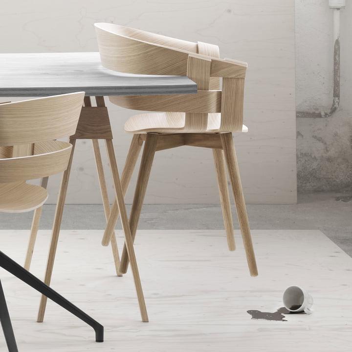 Der Wick Chair Wood am Arco Schreibtisch