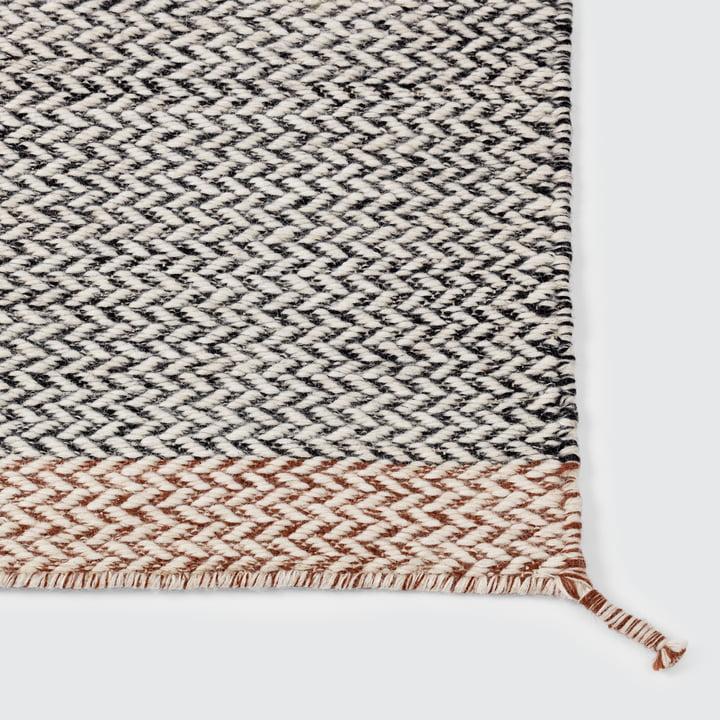 Der Ply Rug Teppich in schwarz-weiss von Muuto