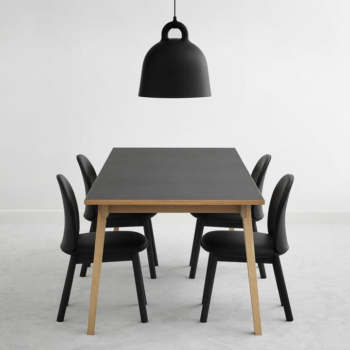 Ace Chair Leder und Slice Table Linoleum mit Bell Pendelleuchte