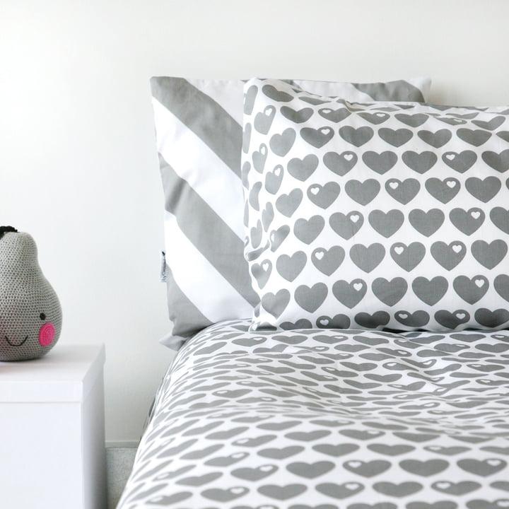 Wende-Bettwäsche Herzen 135 x 200 cm von byGraziela mit grauen Herzen auf Weiß