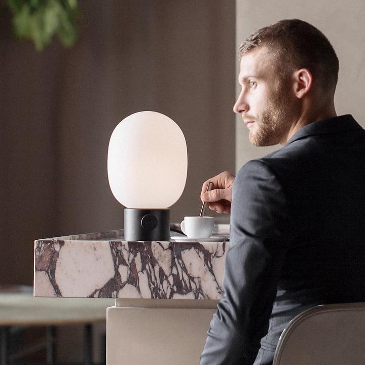 Die Menu - JWDA Tischleuchte, schwarz im Kaffee